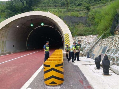 屏古高速公路甘棠隧道顺利贯通