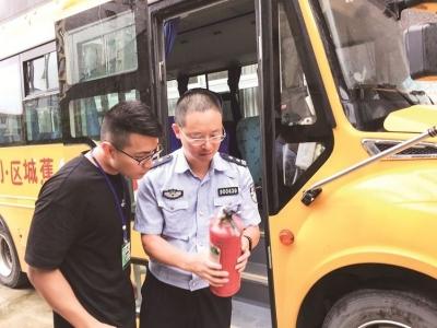 市公安局交警支队组织民警对辖区校车开展安全检查