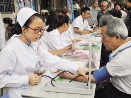 义诊进赤溪 献礼首个中国医师节