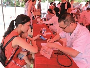 中医药健康文化推进大型公益活动在宁德万达广场举行