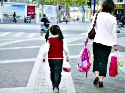 公务员上班时间接孩子放学,到底算不算违纪?