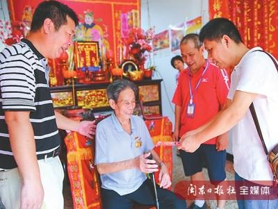福安市民政局干部慰问94岁抗战老兵