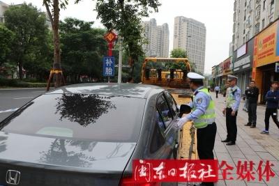 交警部门:全员出动确保省运交通安全畅通