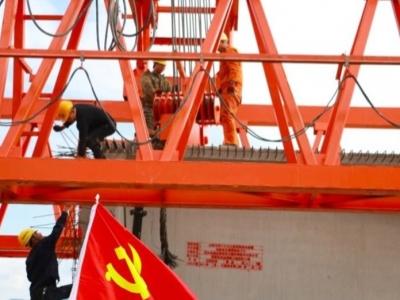 沈海高速公路三屿互通工程项目首片预制T梁成功架设