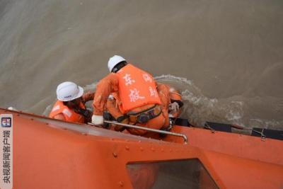一艘连江籍渔船在福鼎海域遇险沉没  宁德市全力以赴开展救助