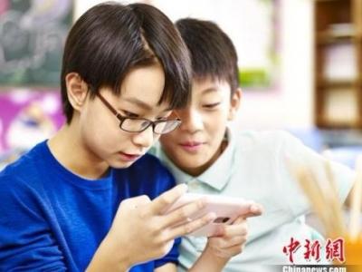 青少年触网年龄集中6到10岁 游戏和美妆网红最受欢迎