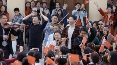"""阿卡贝拉合唱、钢琴四手联弹……这场""""新春快闪""""燃爆鼓浪屿"""