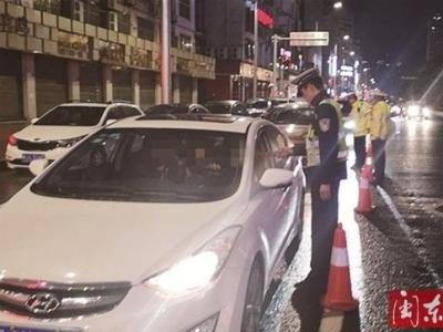 福鼎市公安局交警大队在全市范围内开展夜查酒驾统一行动