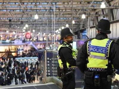 伦敦三处交通枢纽惊现爆炸包裹
