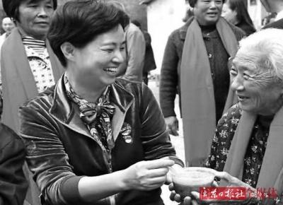 致敬榜样·礼赞巾帼|黄小红:真情洒满扶贫路