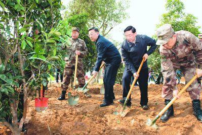 福建省军民参加全民义务植树活动 让子孙后代永享绿水青山