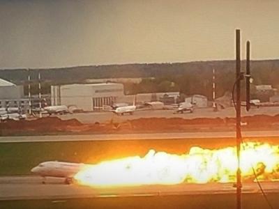 俄罗斯一客机迫降烧毁41人遇难