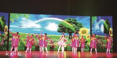 """市畲族歌舞团、蕉城区飞鸾镇和驻宁海军某部共同举办""""六一""""文艺汇演活动"""