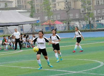我市青少年校园足球赛小学组比赛闭幕