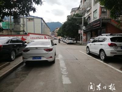 长兴城小区单行道违停严重
