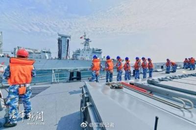 火力全开!海军潍坊舰开展海上训练