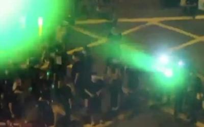 香港示威者以镭射光伤9名警员 涉嫌袭警等罪行