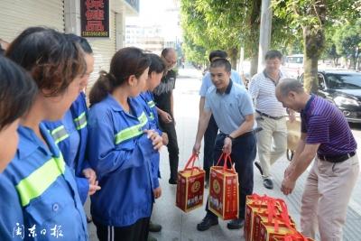 蕉城区总工会慰问高温一线工作者