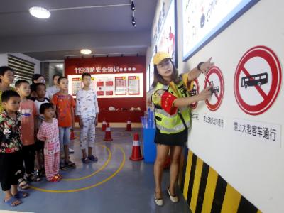 柘荣县楮坪乡安全教育体验馆首日向村民开放
