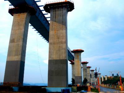 福鼎沙埕湾跨海大桥施工现场工人顶着烈日努力奋战