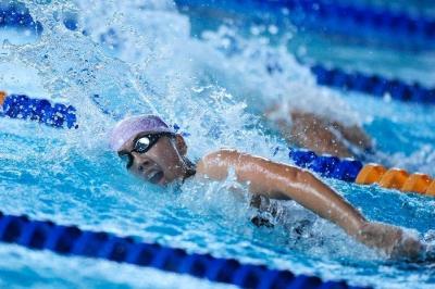 首届职工游泳锦标赛举办