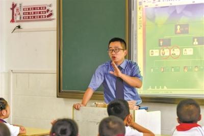 """霞浦县人民检察院指派3名检察官和3名特聘讲师给县第一小学送去""""法治套餐"""""""