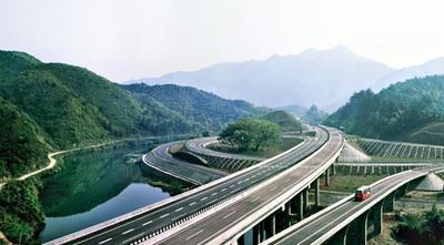 我省提前30天取消高速公路省界收费站  929个ETC门架施工全部完成