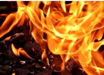 韩国石油运输船起火致18人受伤 船上装2.3万吨石油化学制品