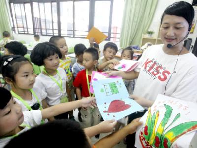 东侨二小:教师节自制手工贺卡送给最可爱的人