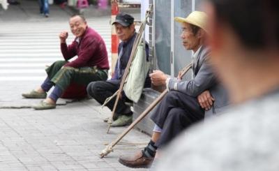 """工人日报聚焦农民工超龄化:不是""""闲不住"""",而是""""不能闲"""""""