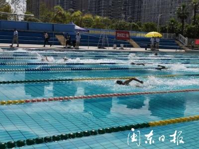 我市举办首届职工游泳锦标赛