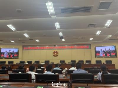 市人大常委会、市委办组织机关干部集中收看庆祝中华人民共和国成立70周年大会