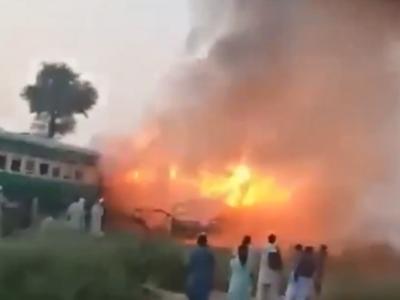 巴基斯坦列车起火已致70人死亡:系乘客用煤气炉做饭引发