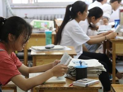 """高二完成教学任务高三复习成常态:""""末年复习""""成无解难题?"""