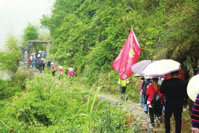 寿宁首届车岭攀岭节:户外运动一族激情角逐车岭古道
