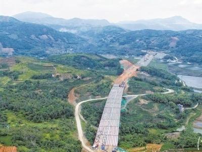 沙埕湾高速公路佳阳大桥完成了全桥架设