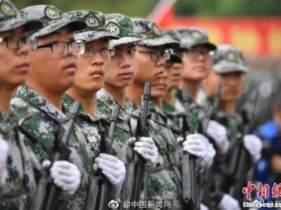 两部门:大学生军事实训不得少于14天,大学生军事课成绩记入学籍档案