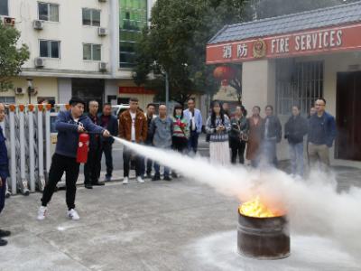 柘荣县委宣传部组织县融媒体中心记者开展新闻记者走进消防活动