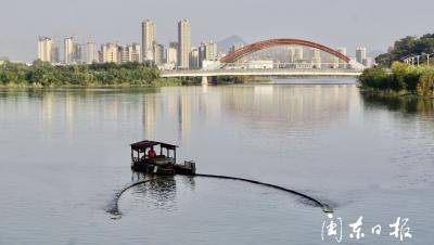 中心城区水环境治理|东湖湖面清理垃圾