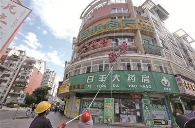 创建全国文明城市|东侨:清理沿街违规广告牌