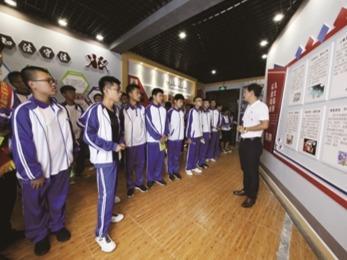 蕉城第九中学组织学生到校毒品预防教育展厅学习禁毒知识