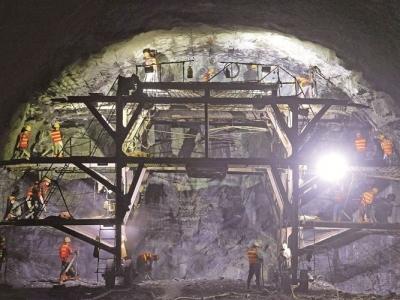 沙埕湾高速青山隧道出口右洞已贯通