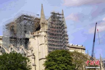 """再度""""点亮""""!巴黎圣母院火灾7个月后恢复夜间照明"""
