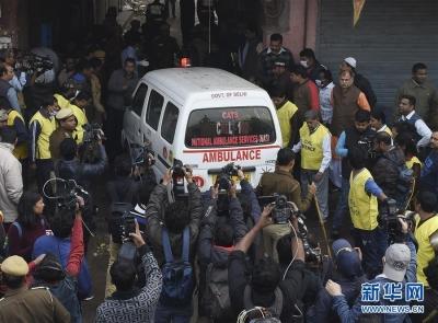 印度新德里一商业建筑失火已致43人丧生