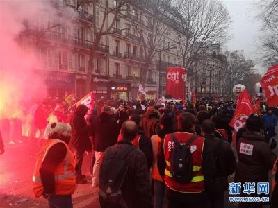 法国大罢工再次严重影响交通 铁路仅保证15%至20%运力