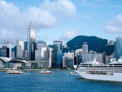 市领导率团出访香港