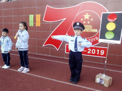 东侨二小:校园情景剧 创城添助力