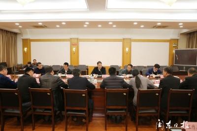 郭锡文参加市工信局机关第三党支部专题组织生活会