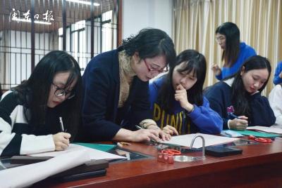 宁德师范学院:小剪纸大艺术 非遗文化进校园