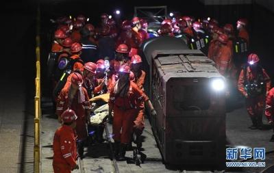 四川杉木树煤矿透水事故:13名矿工被困地下313米80多小时后奇迹生还